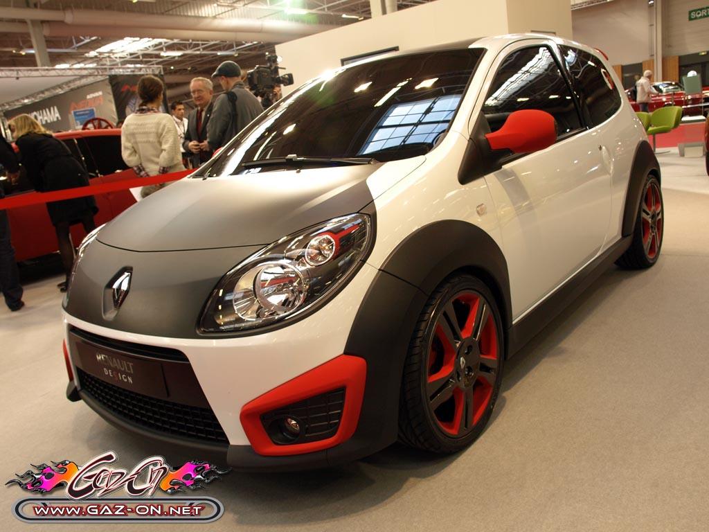 catalogue d\u0027accessoires pour la Twingo 2, l\u0027objectif de Renault étant  de doubler le volume de vente de Twingo 2 personnalisée dans les années à  venir.